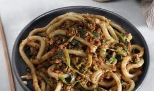 Nouilles épicées à la protéine végétale texturée