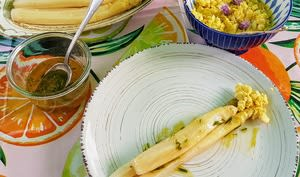 Asperges des landes aux oeufs mimosas et à la vinaigrette verte