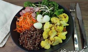 Bouddha bowl quinoa, chou-fleur rôti et mozzarella di buffala