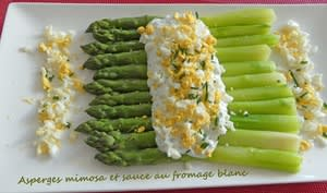 Asperges mimosa et sauce au fromage blanc