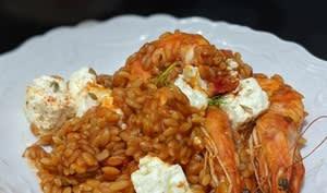 Orzo aux crevettes, tomate et feta marinée