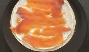 Wraps au saumon fumé et St Môret pour l'apéritif. Recette originale