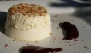 Parfait au Chocolat Blanc et Coulis de Chocolat Noir