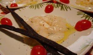 Carpaccio de Saint Jacques à l'huile d'olive vanillée