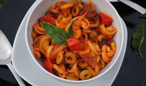 Frivolli au chorizo, tomates cerises et olives vertes
