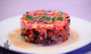 Tartare de tomates, d'olives noires et de basilic