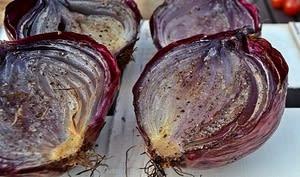 Oignons rouge grillés, fondants