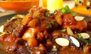 Tajine de poulet aux abricots, raisins secs aux amandes