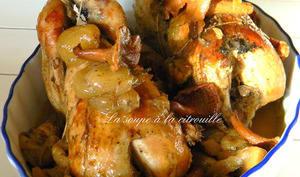 Perdrix aux raisins et aux champignons des bois