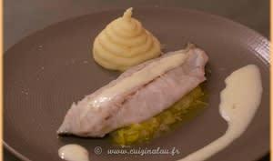 Filet de maigre sur fondue de poireaux, sauce iodée
