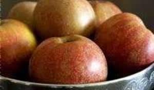 Pommes flambées au Calvados en sabayon