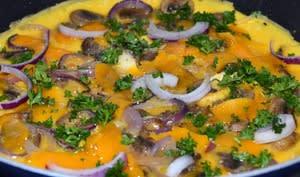 Omelette oignon rouge, cheddar et champignons