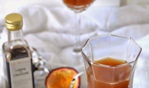 Cocktail Pomme, Fruits de la Passion et Crème de Vinaigre à l'Orange