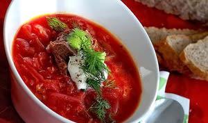 Soupe ragoût à l'agneau, aux tomates, riz et épices du Caucase