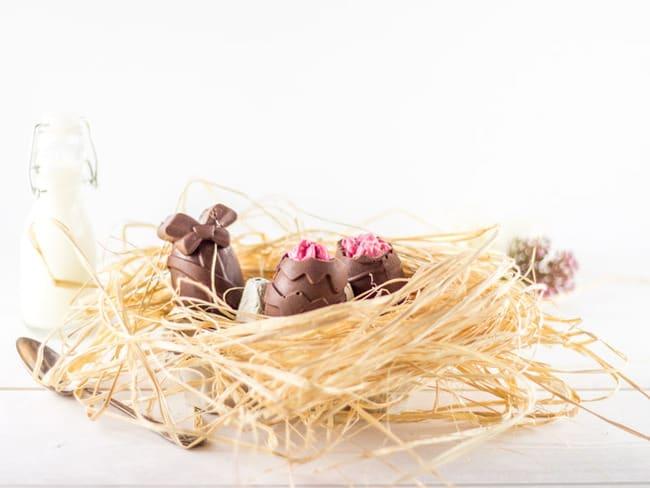 Oeufs de pâques au chocolat au lait et mousse de framboise