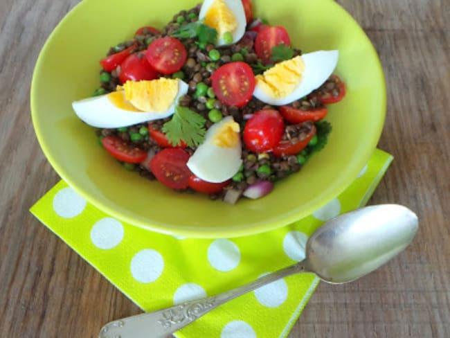 Salade de lentilles, tomates, petits pois et coriandre