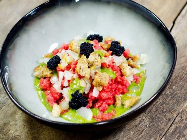 Tartare coréen de boeuf, jus vert et oeufs de lompe