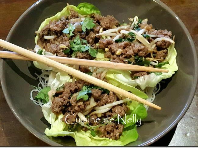 Boeuf haché thaÏ à la coriandre, sur feuilles de laitue et menthe, vermicelle de riz