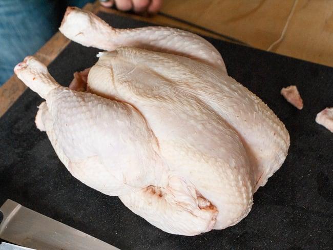 Découper une volaille à cru en 8 morceaux - La découpe pour poulet fermier