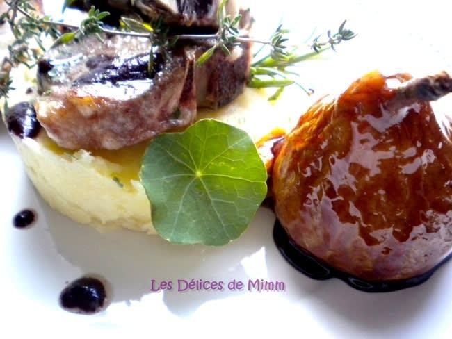 Côtes d'agneau au Sorcières, purée de panais et poires caramélisées au romarin