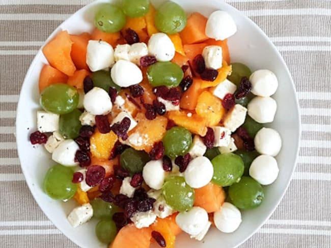 Salade, melon, nectarines et raisins blanc