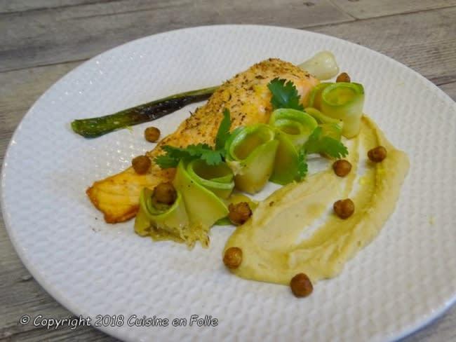 Mousseline de pois chiches, pavés de saumon à l'unilatéral, courgettes poêlées