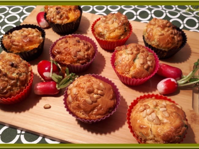 Minis cakes fanes de radis, cheddar et bacon