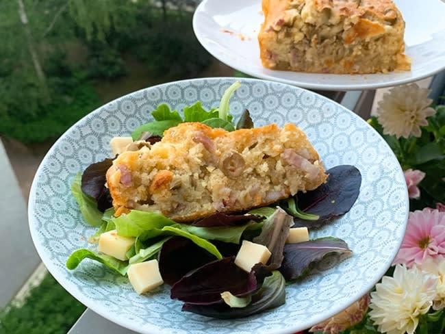 Cake aux olives et au jambon blanc