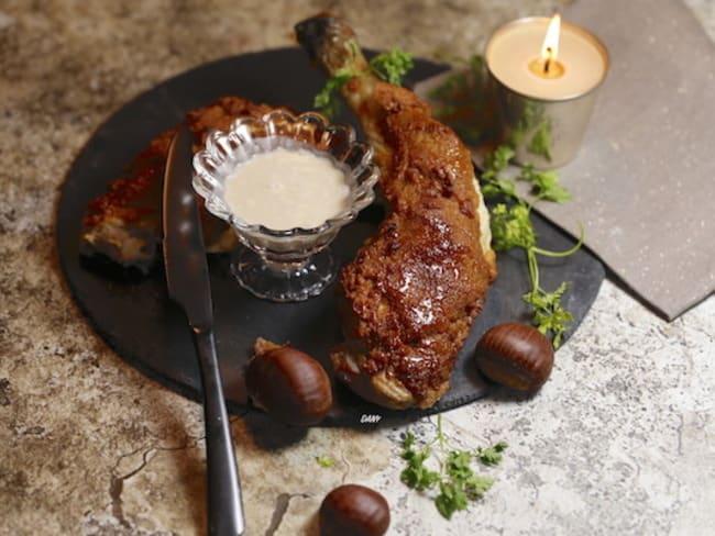 Cuisse de chapon en croûte de pain d'épices, sauce foie gras