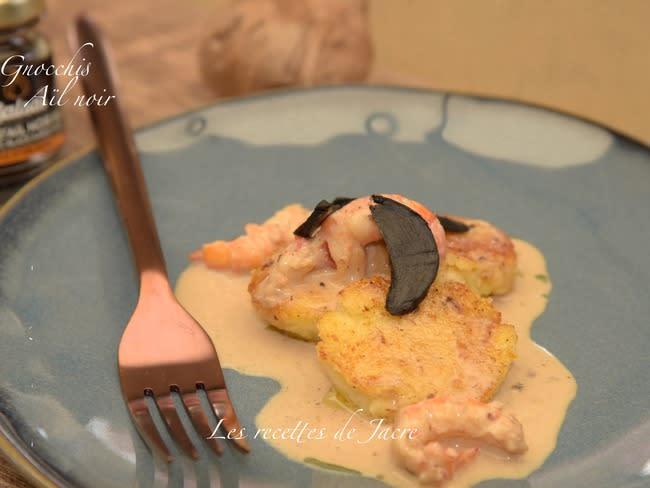 Gnocchis à la crème d'ail noir et langoustines poêlées