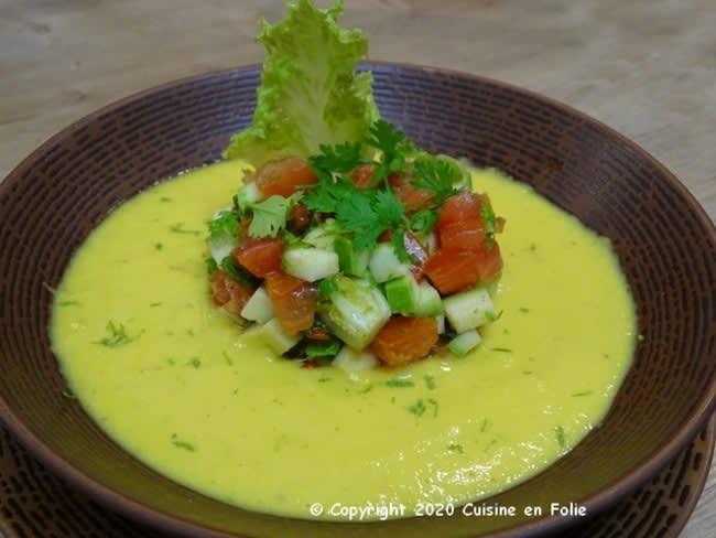 Velouté de tomates ananas au lait de coco et gingembre, tartare de courgette, tomates, gingembre, huile de sésame