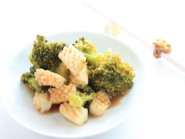 Wok de calamar aux brocolis