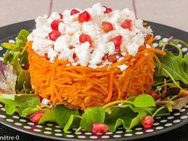 Salade de carottes râpées, fêta et grenade