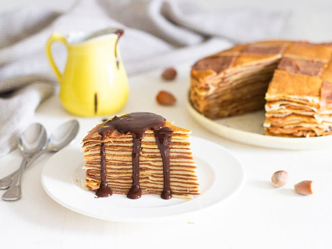 Gâteau de crêpes au chocolat en damier