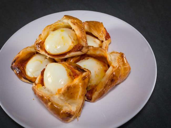 Egg curry puffs