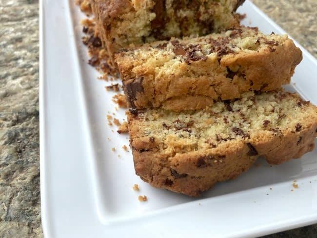 Cake aux pépites de chocolat croustillant et moelleux