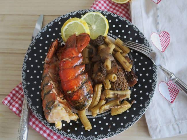 Queues de homard au beurre citron et macaroni rigati maison aux champignons