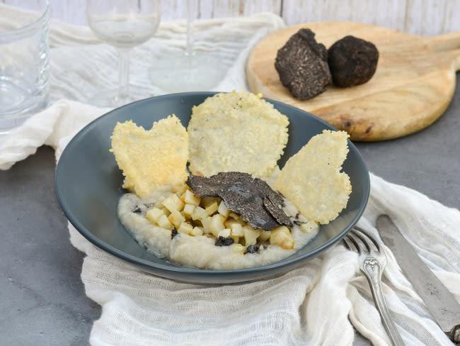 Crème de topinambours, topinambours rôtis et truffe d'hiver