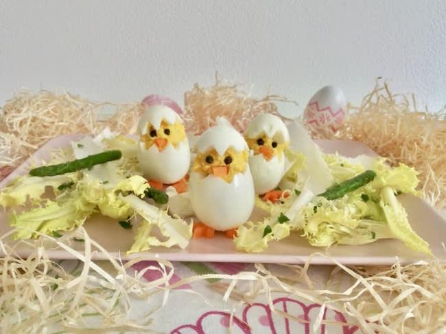 Oeufs mimosa de Pâques et salade aux asperges vertes