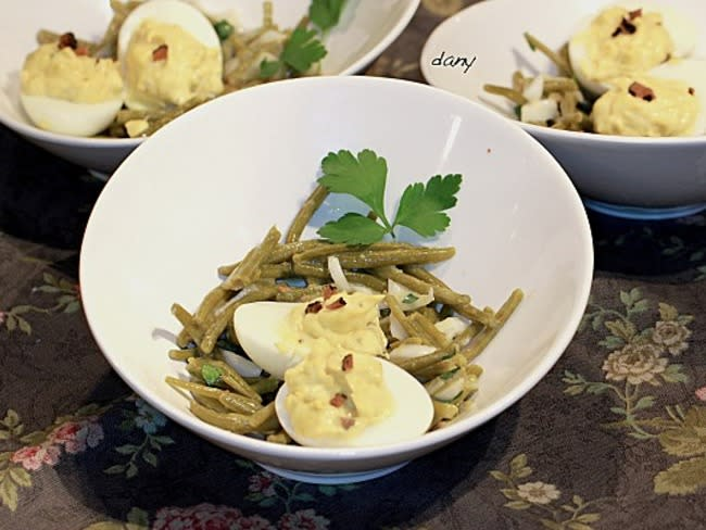 Oeufs mimosa-mi-truffe, salade de haricots verts à l'huile de truffe