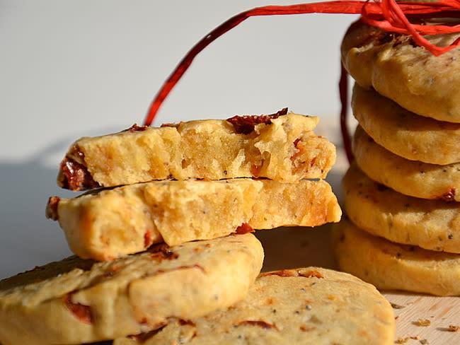 Biscuits au parmesan, tomates séchées, origan & pavot