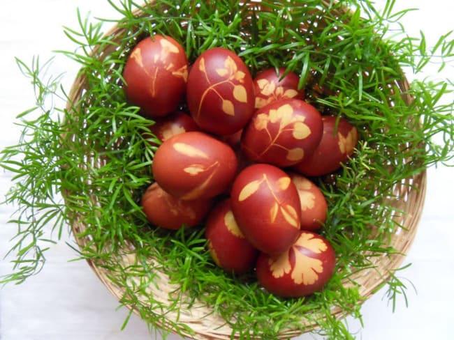 Œufs de Pâques à décor végétal