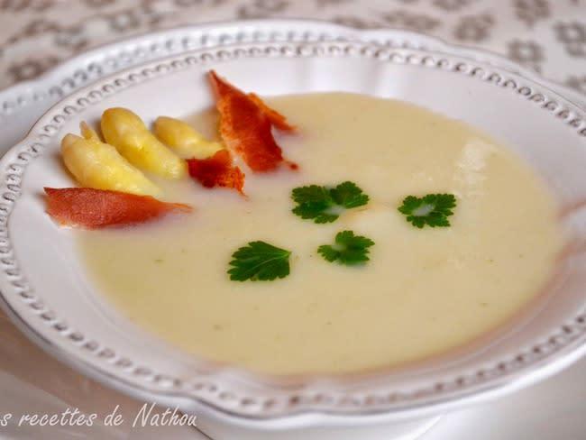 Crème d'asperges et lard grillé
