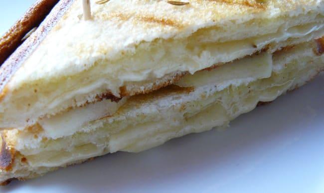 Croque poire parmesan