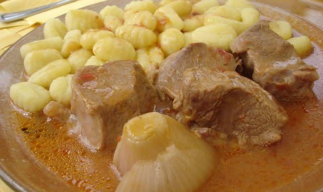 Sauté de veau accompagné de gnocchis