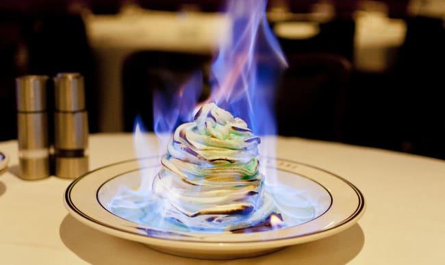 Omelette norvégienne flambée