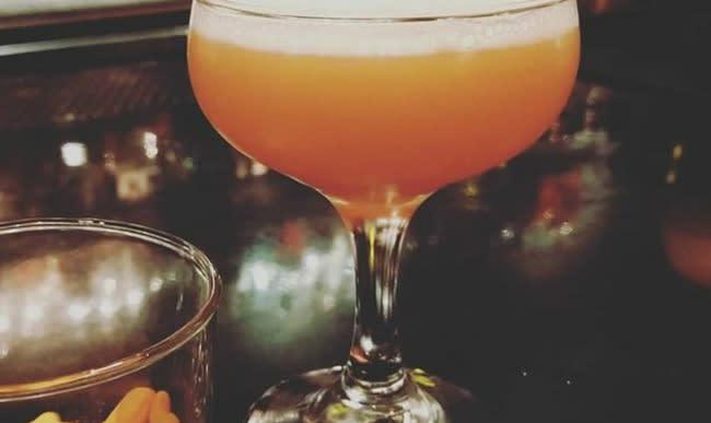 Cocktail Champs Elysées au cognac, citron et chartreuse