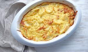 Gratin de pommes de terre dans un plat à four