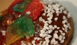Gâteau des rois, fruits confits et sucre perlé