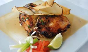 Assiette de poulet sauté et légumes